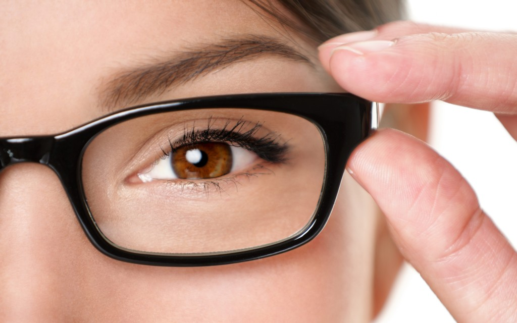 brown_eyes_glasses_girl_close-up_optics_hand_77425_3840x2400
